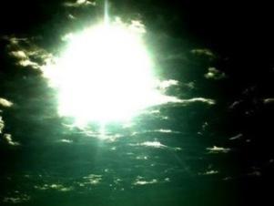 20100213173312-luz-bajo-el-mar.jpg
