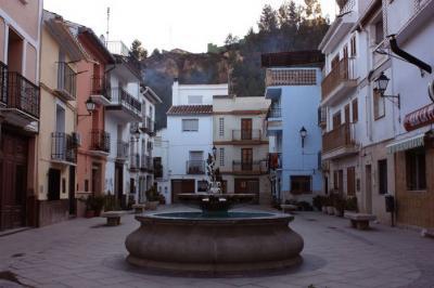 20100610191153-la-plaza-del-pueblo-color.jpg