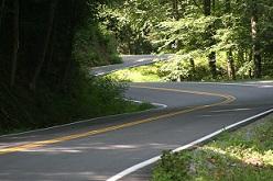 20150406212049-carreteras-mas-peligrosas-mundo-cola-de-dragon-estados-unidos.jpg